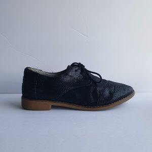 TOMS SHOES SIZE 7
